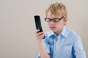 Вредно ли читать с телефона?