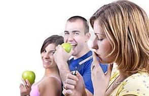 Вредно ли курить во время еды?