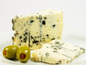 Вреден ли сыр с плесенью?