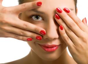 Вредно ли красить ногти?